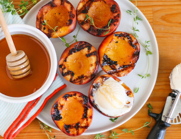 Grilled peaches with ice cream and honey